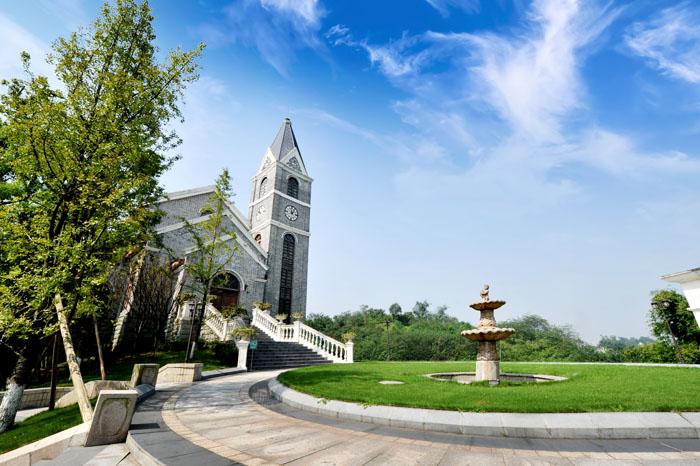 raybet雷竞app老窖旅游文化有限责任公司酒业园区定制酒中心绿化养护